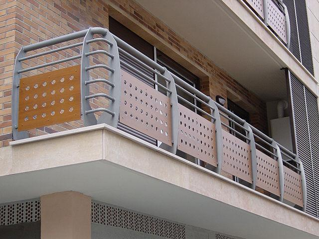 Экранные ограждения балконов..